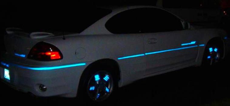 http://www.streetglo.net/image/blue%20pinstripe%20on%20car.jpg